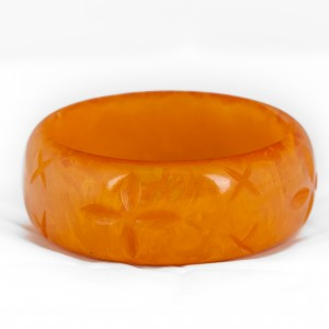 SPLENDETTE Fakelite Bangle Large  Carved Butterscotch